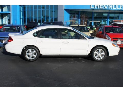 Vibrant White 2003 Ford Taurus SES