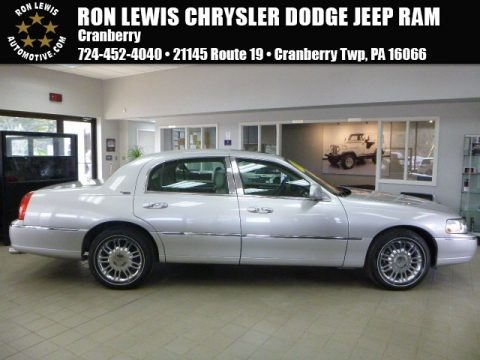 Silver Birch Metallic 2006 Lincoln Town Car Signature Limited