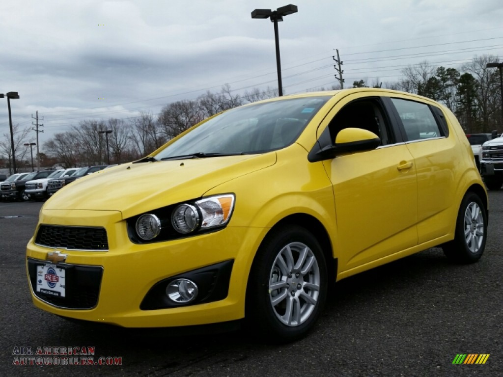 2015 chevrolet sonic lt hatchback in bright yellow 180090 all american automobiles buy. Black Bedroom Furniture Sets. Home Design Ideas