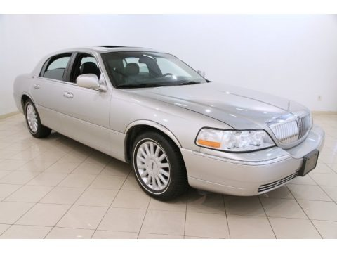 Silver Birch Metallic 2005 Lincoln Town Car Signature Limited