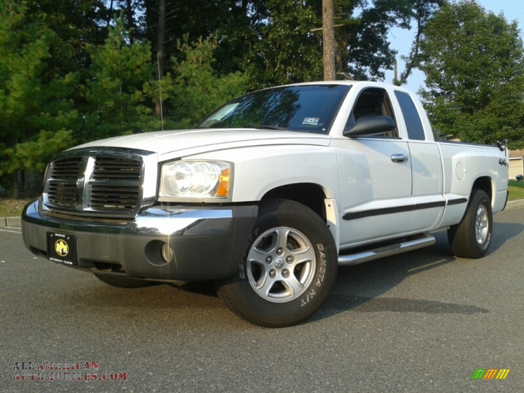 2005 dodge dakota slt club cab 4x4 in bright white for Steve white motors inc