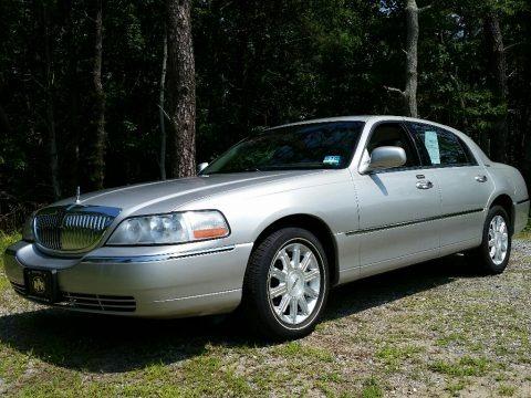 Silver Birch Metallic 2008 Lincoln Town Car Signature Limited
