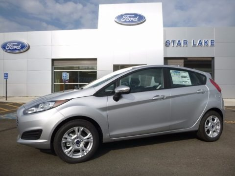 Ingot Silver Metallic 2016 Ford Fiesta SE Hatchback