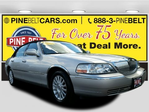 Silver Birch Metallic 2003 Lincoln Town Car Signature