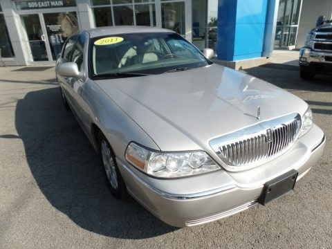 Silver Birch Metallic 2011 Lincoln Town Car Signature Limited