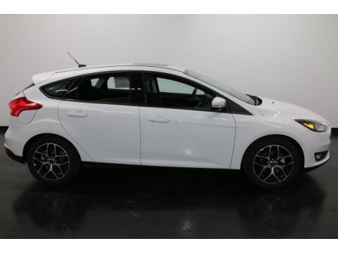 Oxford White 2017 Ford Focus SEL Hatch