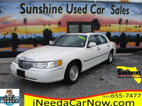 Vibrant White 2000 Lincoln Town Car Executive