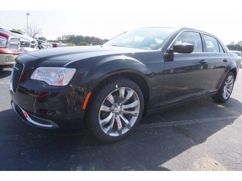 Gloss Black 2017 Chrysler 300 Limited