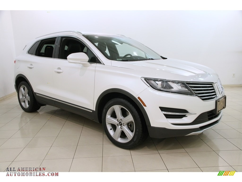 White Platinum Metallic Tri-coat / Ebony Lincoln MKC FWD