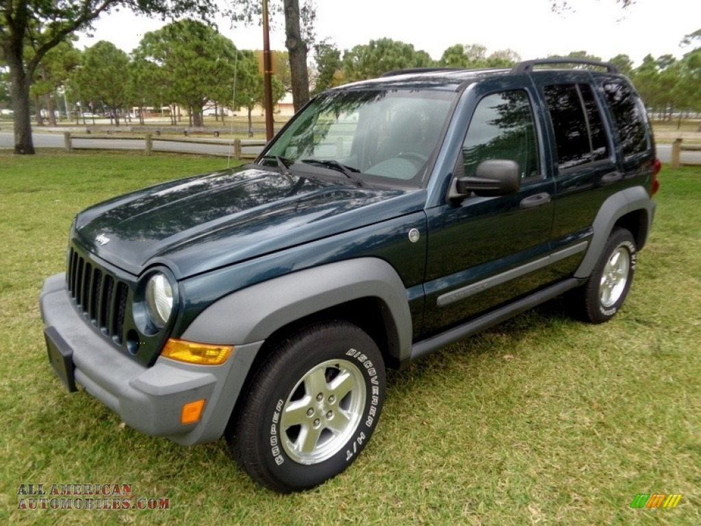 2005 Liberty CRD Sport 4x4 - Deep Beryl Green Pearl / Medium Slate Gray photo #1