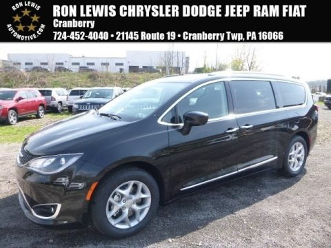 Brilliant Black Crystal Pearl 2017 Chrysler Pacifica Touring L Plus