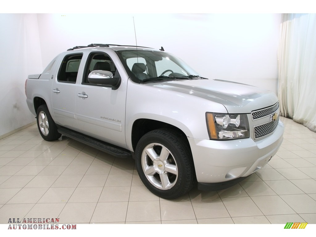 2013 chevrolet avalanche ltz 4x4 black diamond edition in silver ice metallic 330507 all. Black Bedroom Furniture Sets. Home Design Ideas