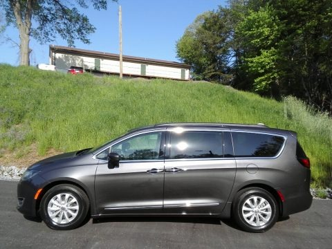 Granite Crystal Metallic 2017 Chrysler Pacifica Touring L