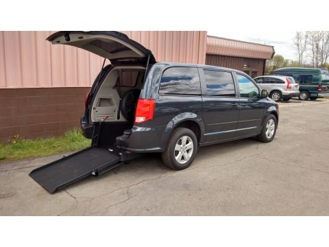 Maximum Steel Metallic 2013 Dodge Grand Caravan SE