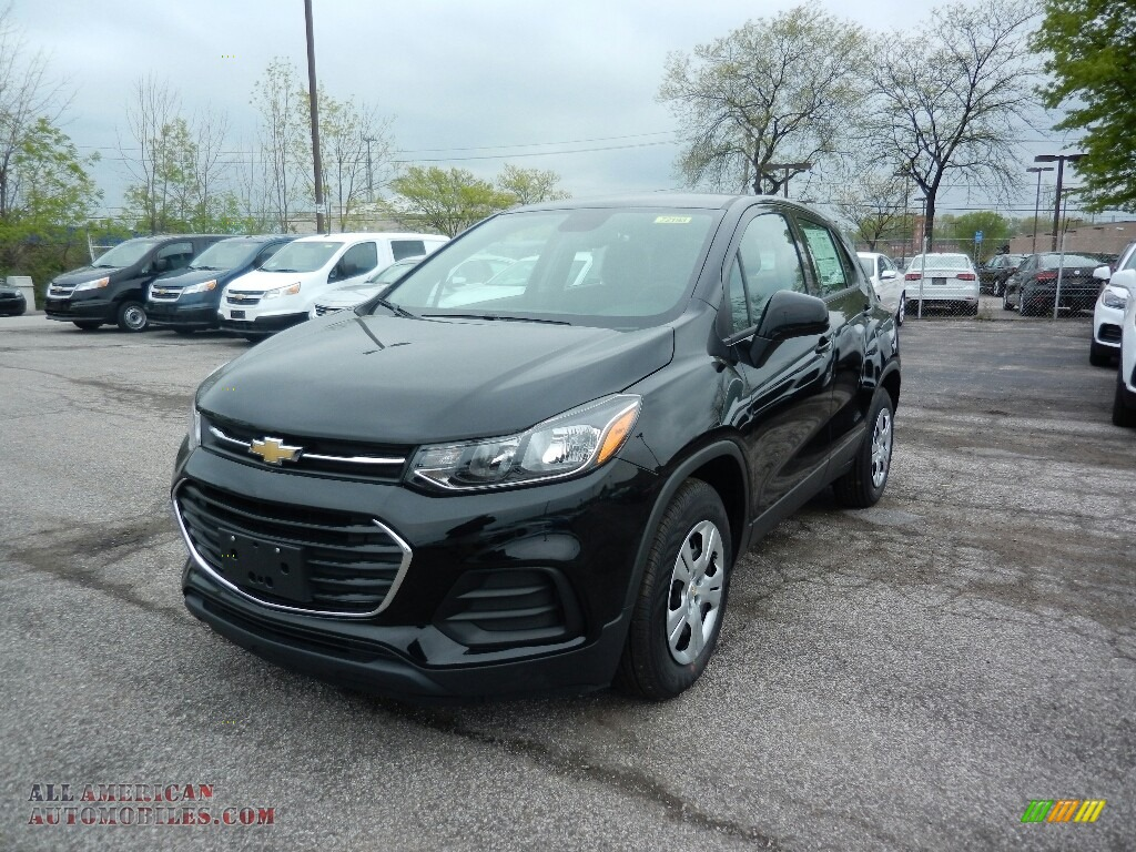 2017 chevrolet trax ls in mosaic black metallic 250559. Black Bedroom Furniture Sets. Home Design Ideas