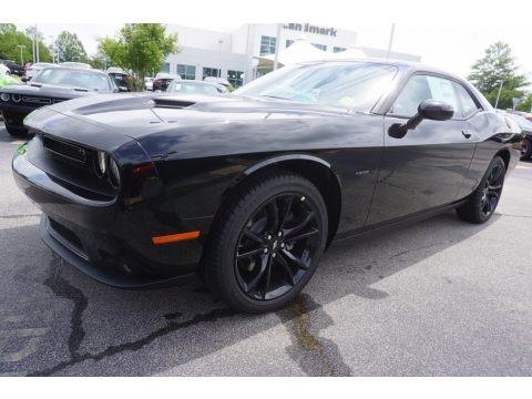 Pitch Black 2017 Dodge Challenger R/T