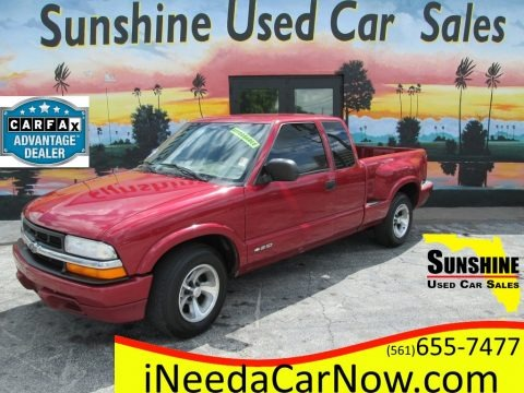 Dark Cherry Red Metallic 2000 Chevrolet S10 LS Extended Cab