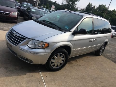 Bright Silver Metallic 2005 Chrysler Town & Country Limited