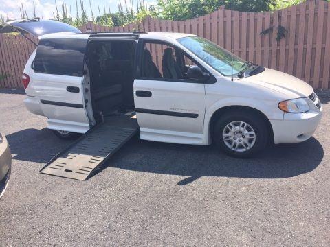 Stone White 2005 Dodge Grand Caravan SE