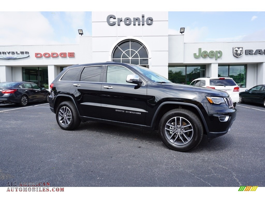 Diamond Black Crystal Pearl / Black/Light Frost Beige Jeep Grand Cherokee Limited