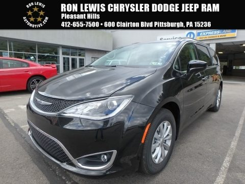 Brilliant Black Crystal Pearl 2018 Chrysler Pacifica Touring Plus