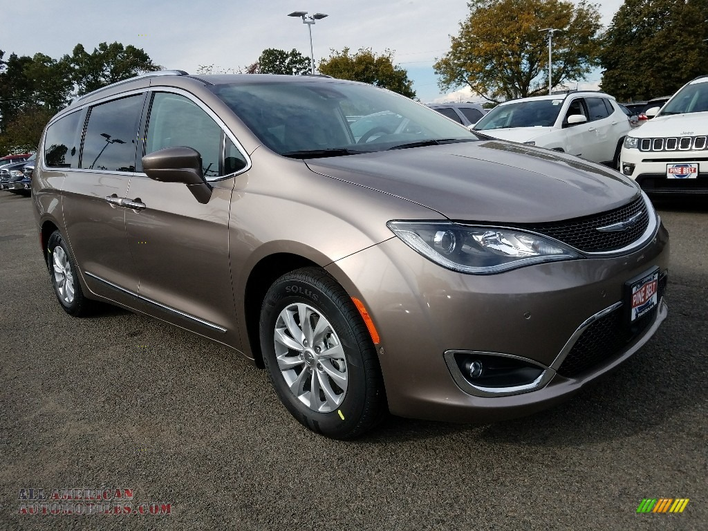 2018 Pacifica Touring L Plus - Molten Silver / Black/Alloy photo #1
