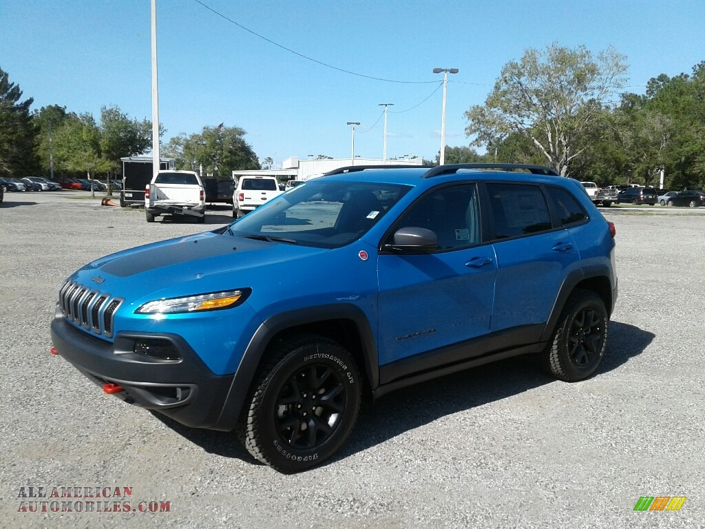 2018 Cherokee Trailhawk 4x4 - Hydro Blue Pearl / Black photo #1