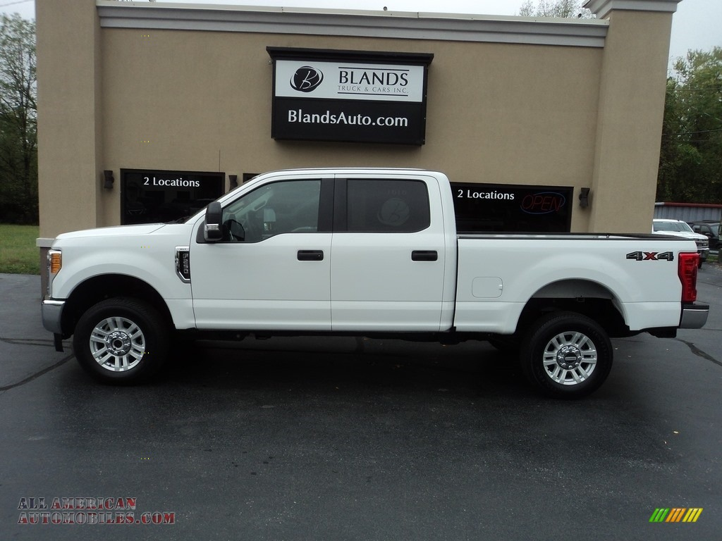 2017 F250 Super Duty XLT Crew Cab 4x4 - Oxford White / Medium Earth Gray photo #1