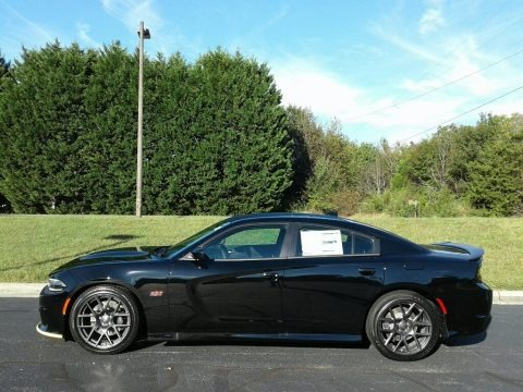 Pitch Black 2018 Dodge Charger R/T Scat Pack