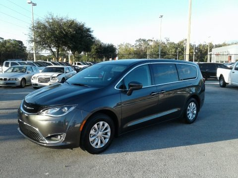 Granite Crystal Metallic 2018 Chrysler Pacifica Touring Plus