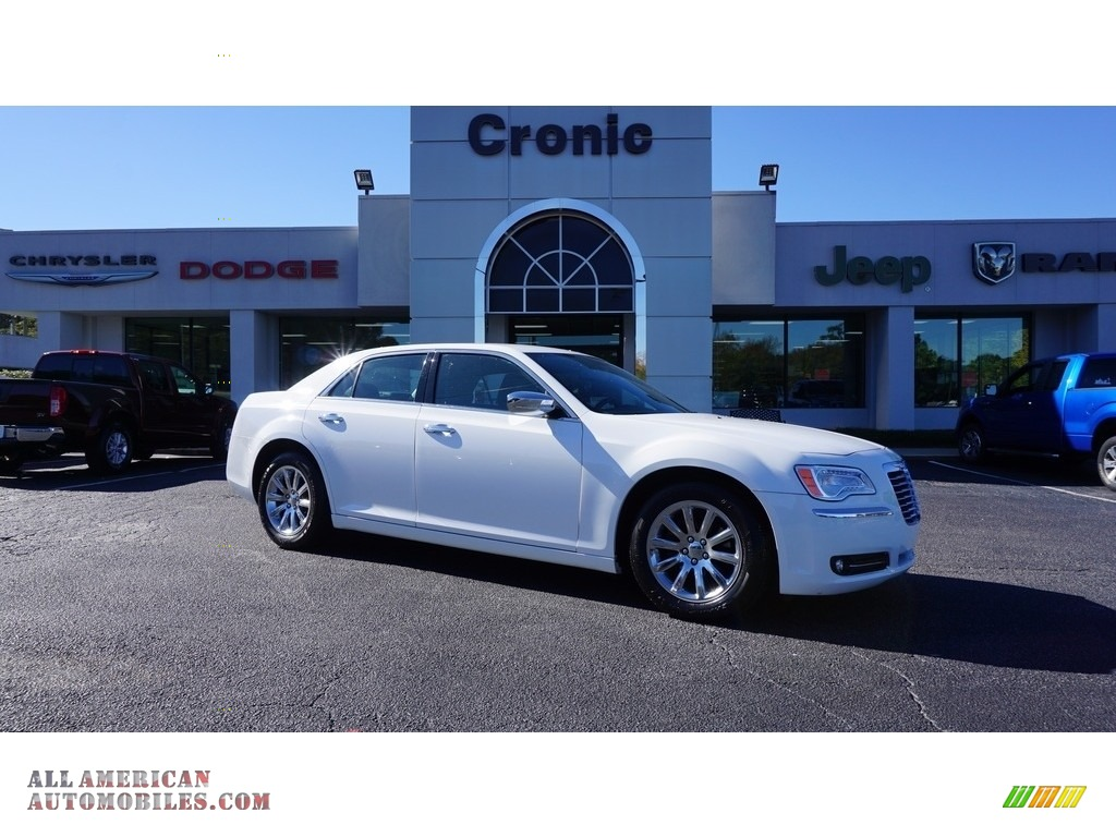 Bright White / Black Chrysler 300 C