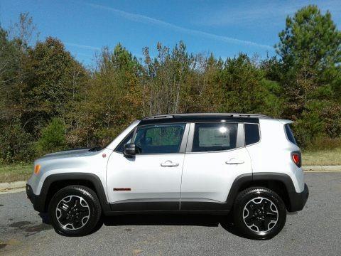 Glacier Metallic 2017 Jeep Renegade Trailhawk 4x4