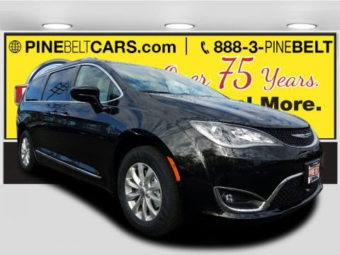 Brilliant Black Crystal Pearl 2018 Chrysler Pacifica Touring L Plus