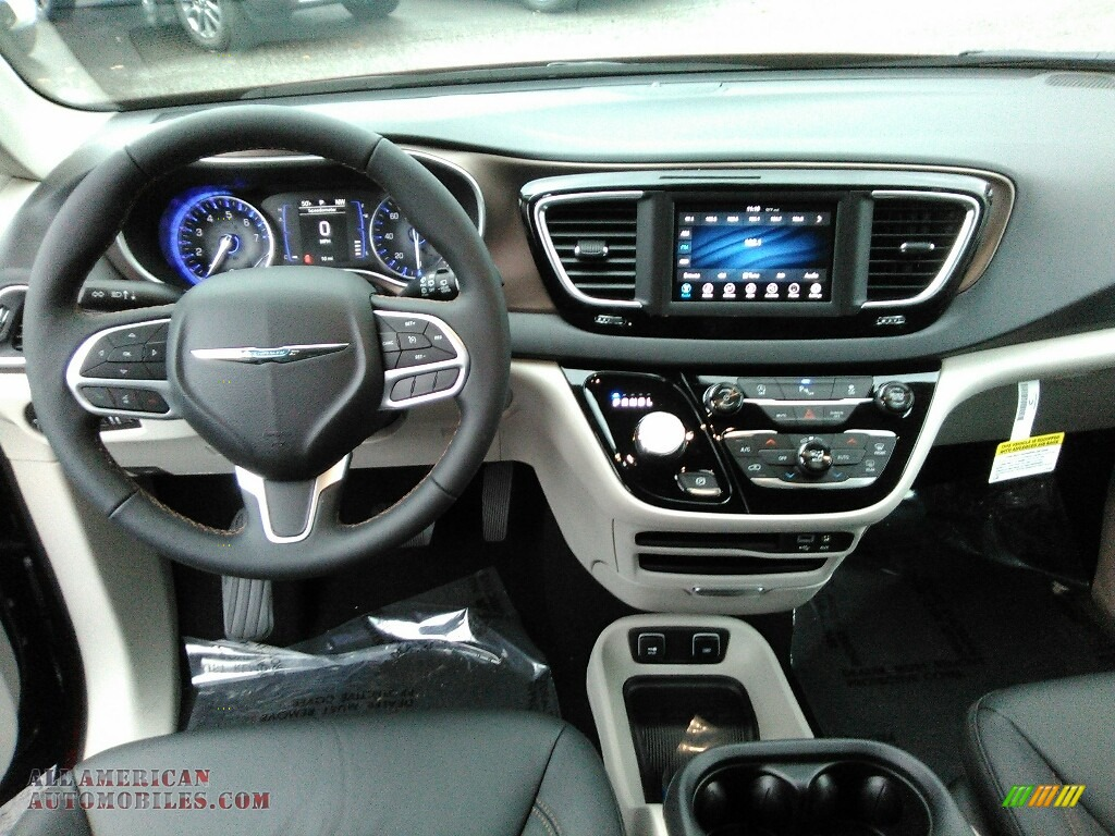 2018 Pacifica Touring L - Velvet Red Pearl / Black/Alloy photo #5