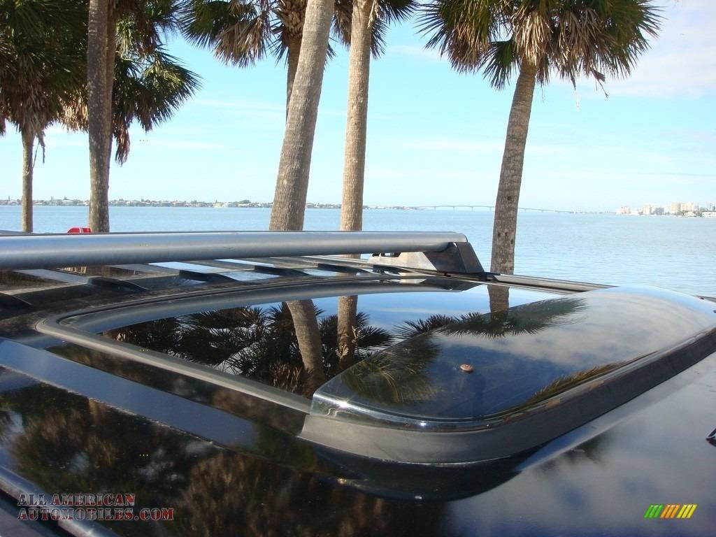 2005 H2 SUV - Black / Ebony Black photo #32
