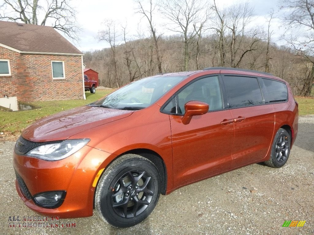 Ron Lewis Dodge >> 2018 Chrysler Pacifica Touring L Plus in Copper Pearl - 174545 | All American Automobiles - Buy ...