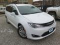 Chrysler Pacifica Touring L Bright White photo #4