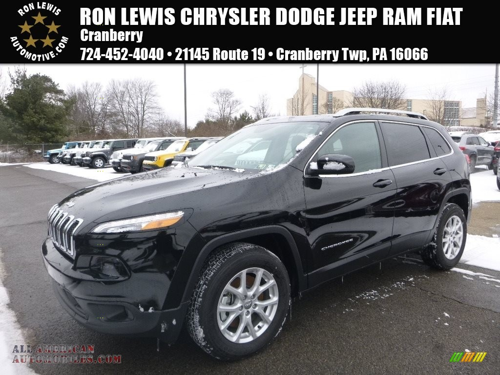 2018 Cherokee Latitude Plus 4x4 - Diamond Black Crystal Pearl / Black photo #1