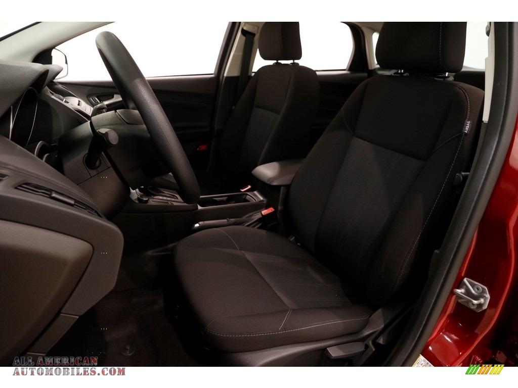 2016 Focus SE Sedan - Ruby Red / Charcoal Black photo #5