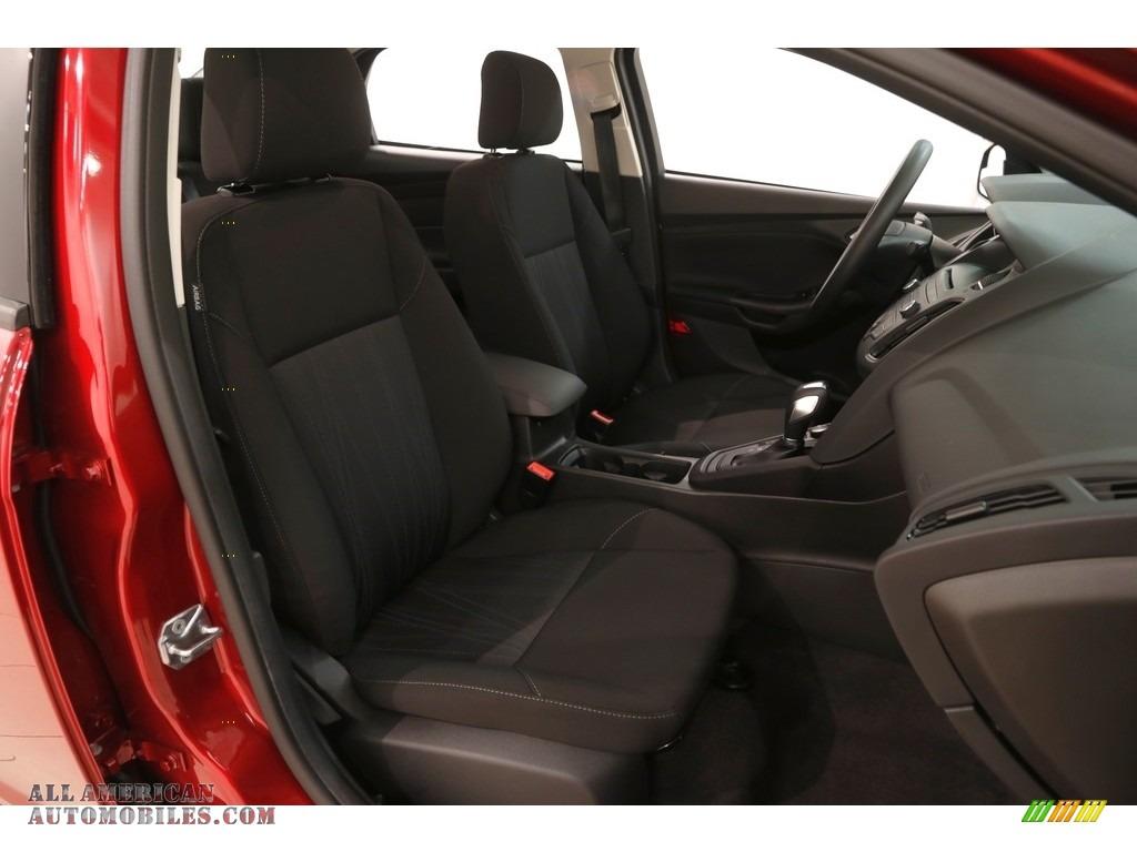 2016 Focus SE Sedan - Ruby Red / Charcoal Black photo #15