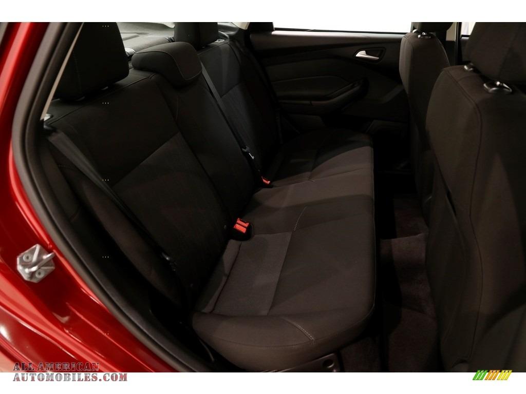 2016 Focus SE Sedan - Ruby Red / Charcoal Black photo #16