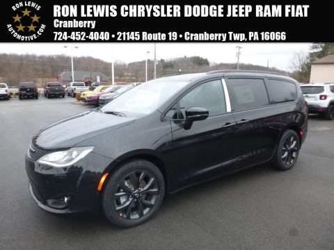 Brilliant Black Crystal Pearl 2018 Chrysler Pacifica Limited