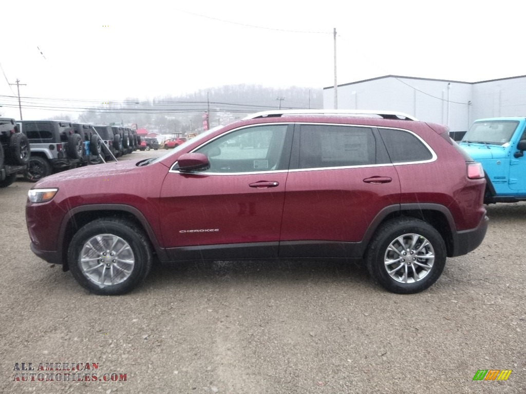 2019 Cherokee Latitude Plus 4x4 - Velvet Red Pearl / Black photo #2