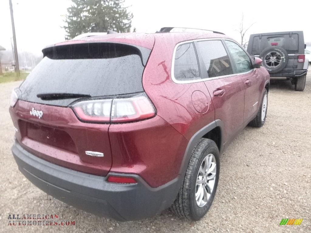 2019 Cherokee Latitude Plus 4x4 - Velvet Red Pearl / Black photo #5