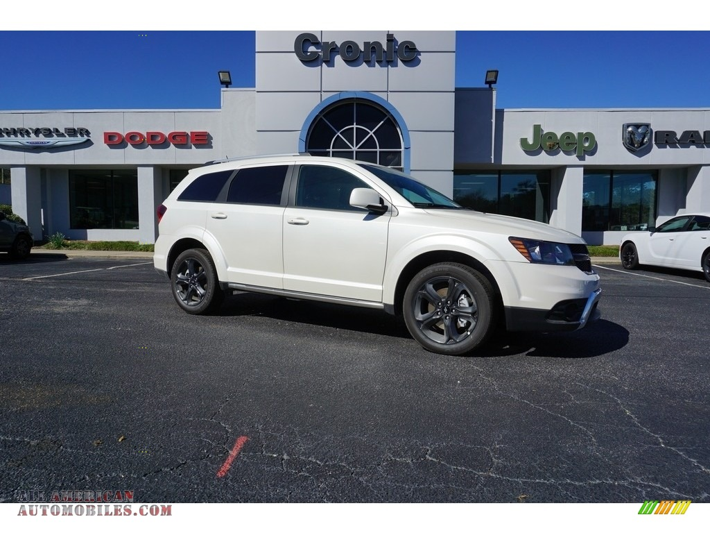 2018 Cherokee Latitude Plus - Bright White / Black photo #1