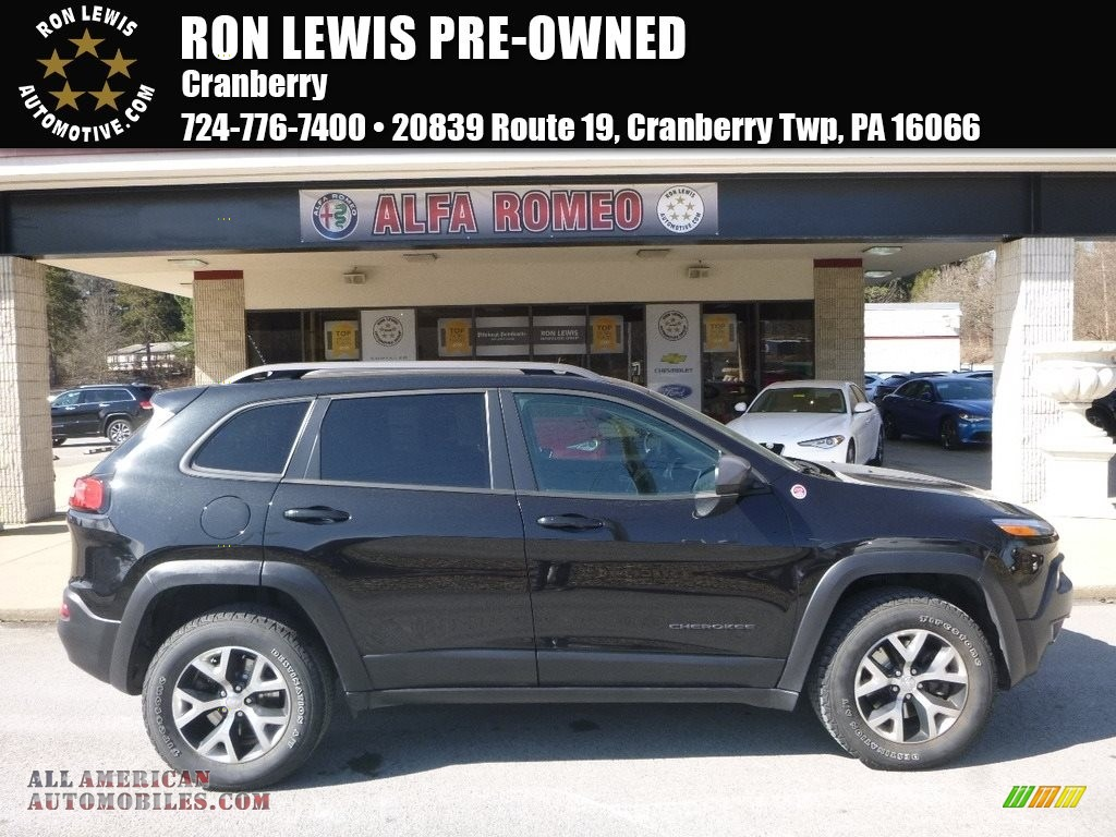 2015 Cherokee Trailhawk 4x4 - Brilliant Black Crystal Pearl / Trailhawk Black photo #1