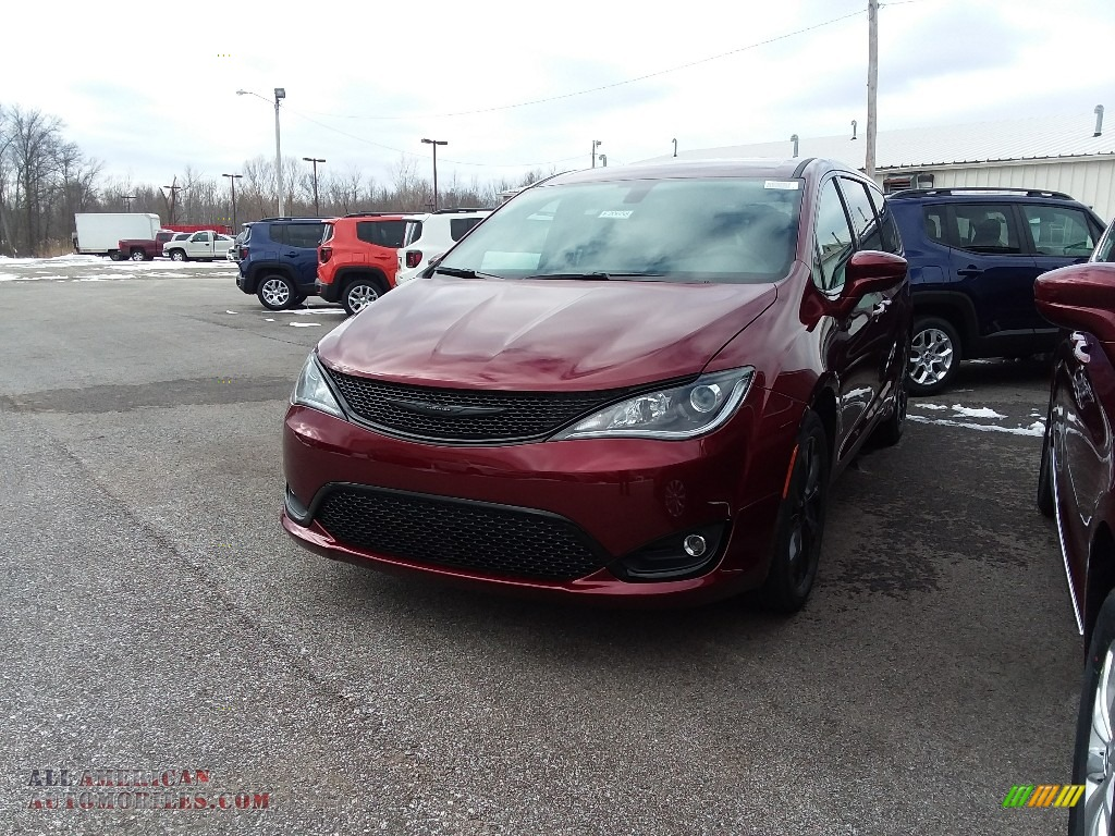 2018 Pacifica Touring Plus - Velvet Red Pearl / Black/Alloy photo #1