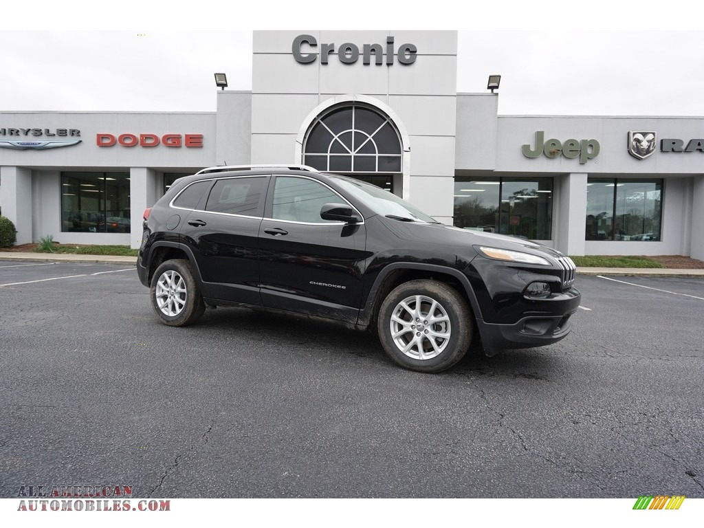 2018 Cherokee Latitude - Diamond Black Crystal Pearl / Black/Light Frost Beige photo #1