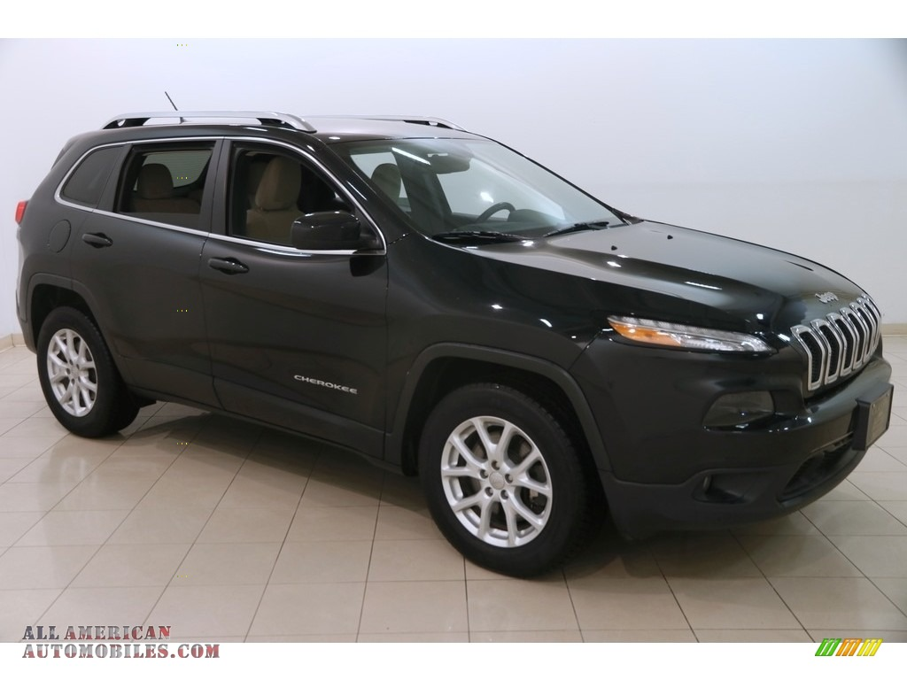 2015 Cherokee Latitude 4x4 - Brilliant Black Crystal Pearl / Black/Light Frost Beige photo #1