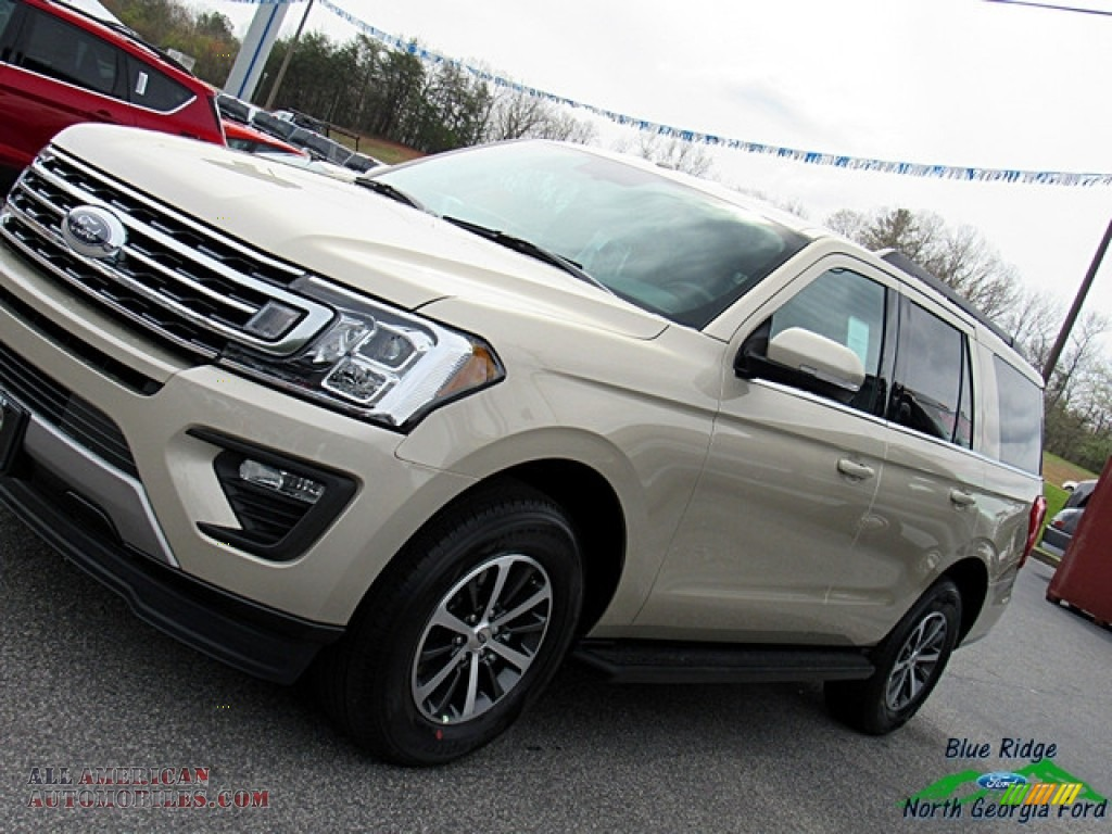 2018 Expedition XLT - White Gold / Medium Stone photo #31